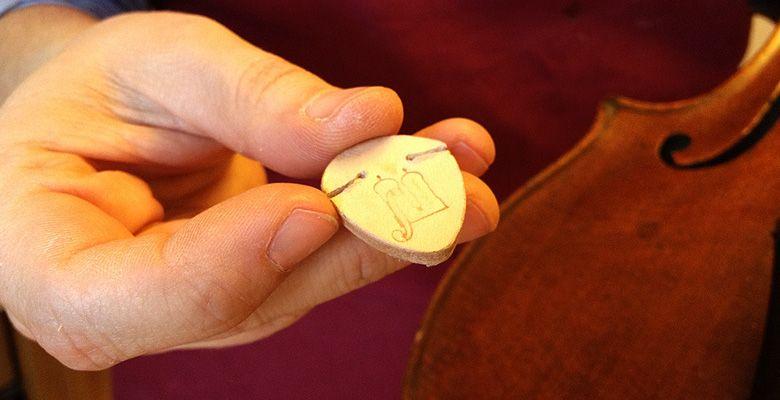 Eva Lämmle Geigenbau - Lederdämpfer für Barockgeige