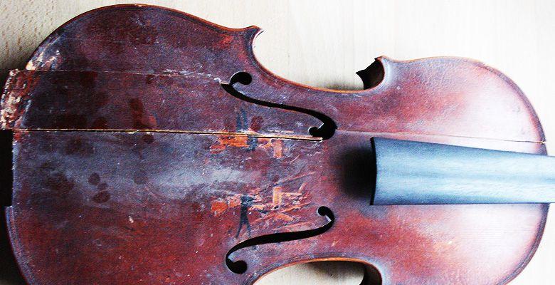 Reparaturbedürftige Geige