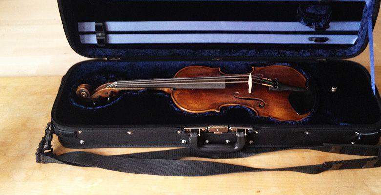 Geigenkasten mit Geige