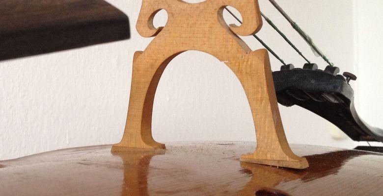 Reparatur an einem gebrochenen Cellosteg