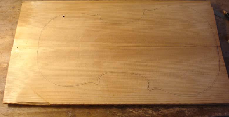 Deckenholz-Umriß-aufgezeichnet