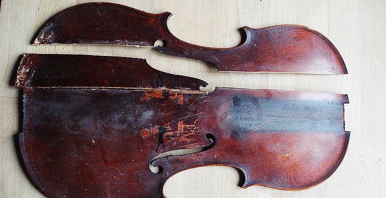 Geige Deckenrisse in Teilen