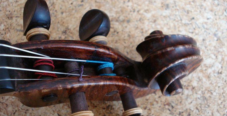 Wirbelkasten einer Geige