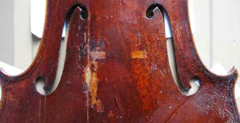 Retusche an der Geigendecke